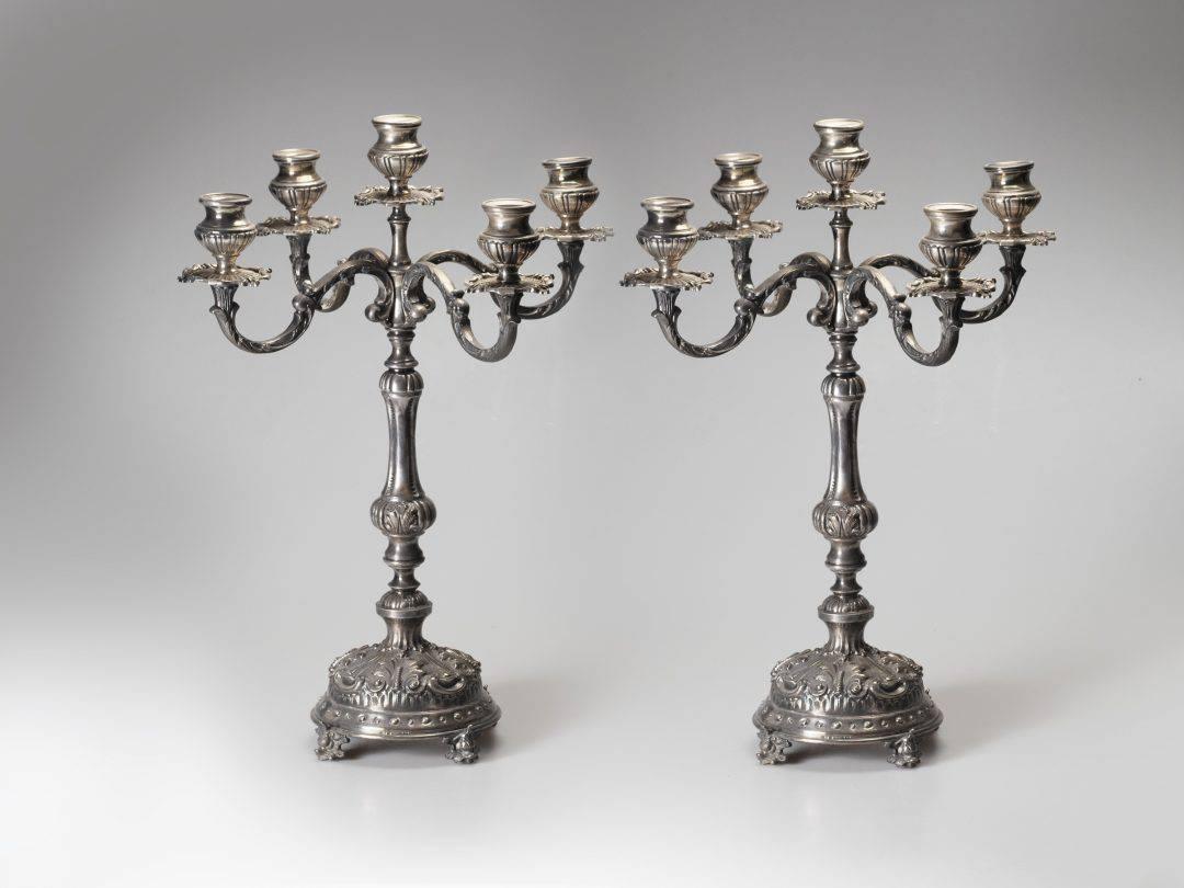 Coppia di candelabri in argento