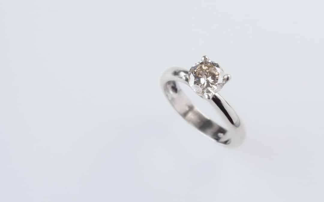 """Anello in oro bianco 18kt con diamante """"solitario"""""""