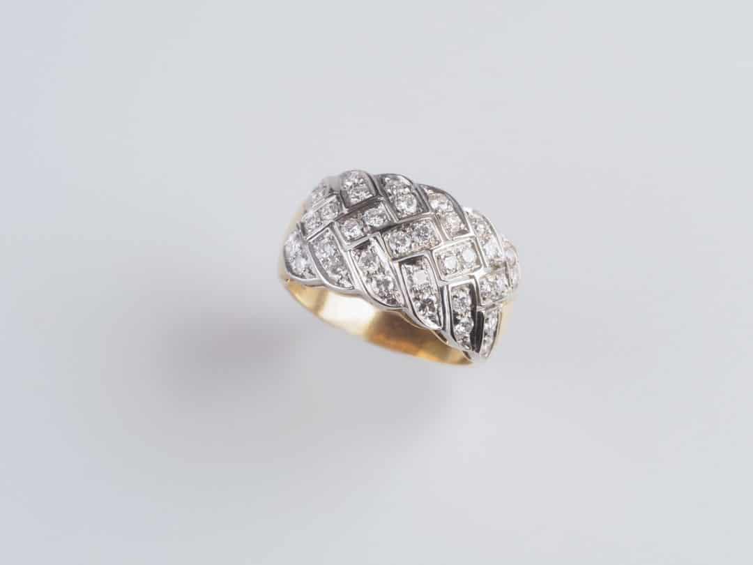 Anello in oro giallo 18kt con diamanti