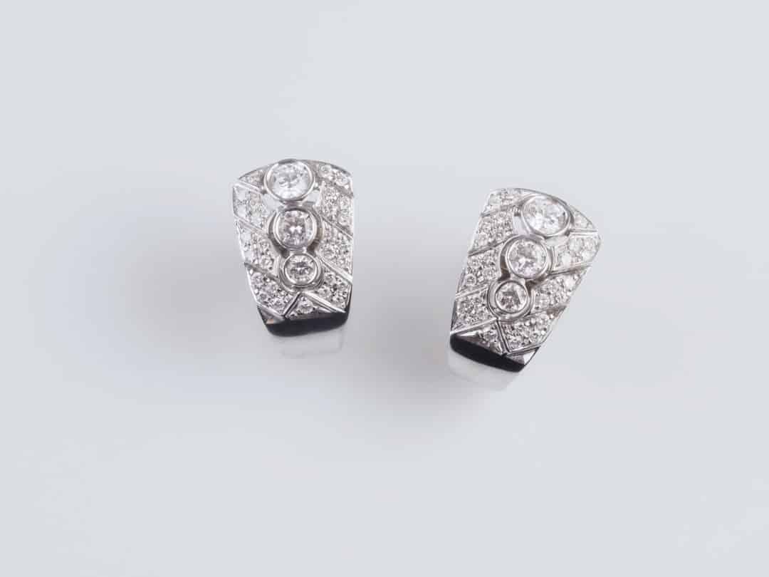 Paio di orecchini in oro con diamanti